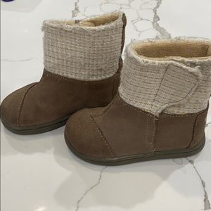 EUC Infant/Toddler TOMS boots!
